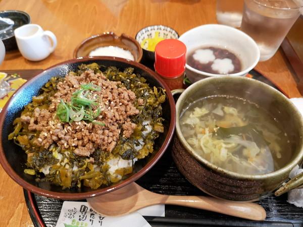 甘味処万丸Cafeの温玉ピリ辛高菜丼