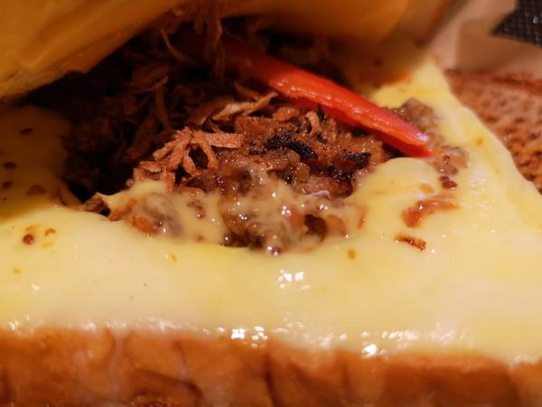 フライドチキン&サンドイッチ Guts (ガッツ)のはみだしチーズ