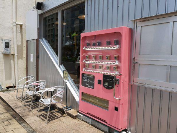 4KLETT(シークレット)のピンクの自販機ドア