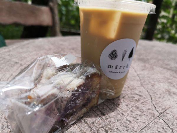 märchのカフェオレとお菓子
